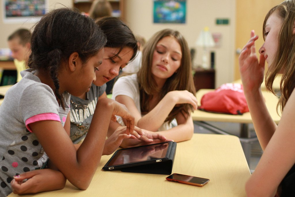 Schoology or Edmodo? Choosing the Best LMS for your iPad Classroom