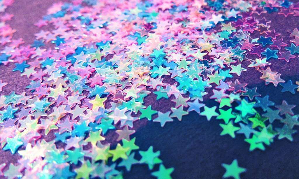 Decorate Your 'Space' With These 9 Glow In The Dark Stars Options