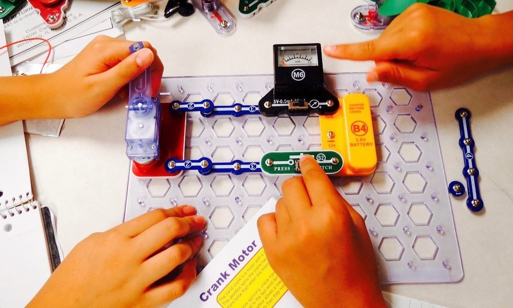 9 of the Best Snap Circuits Electronics Kits for Bright Sparks