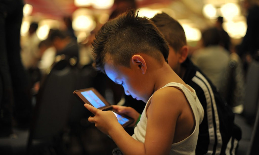 5 Benefits of Digital Reading Devices for Boys