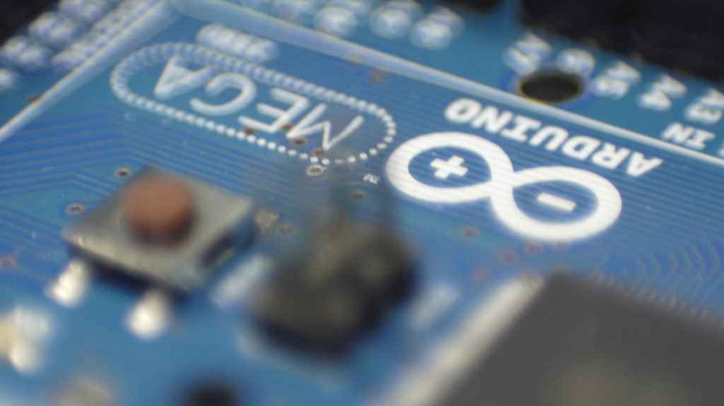 Using Arduino UNO To Teach Programming, STEM and Maker Skills