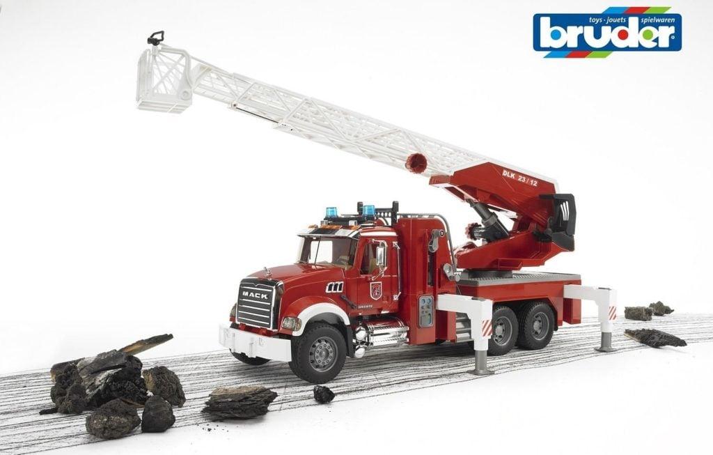 bruder-mack-granite-fire-engine-with-water-pump