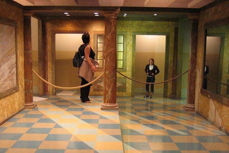 Image of Ames Room Optical Illusion